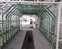 Процесс монтажа водораспределительной системы дождевальных камер